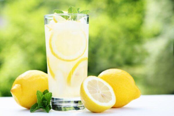 فوائد عصير الليمون