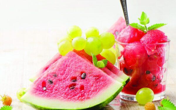 هل البطيخ والعنب يزيد الوزن أهم المعلومات للحفاظ على الوزن